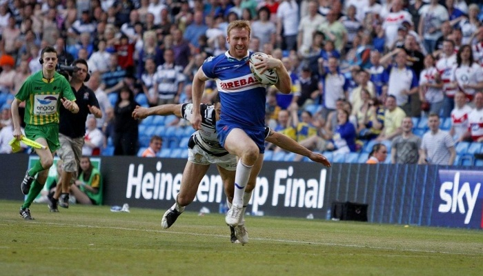 David Hodgson scoring the winning try for Hull KR at the 2012 Magic Weekend.
