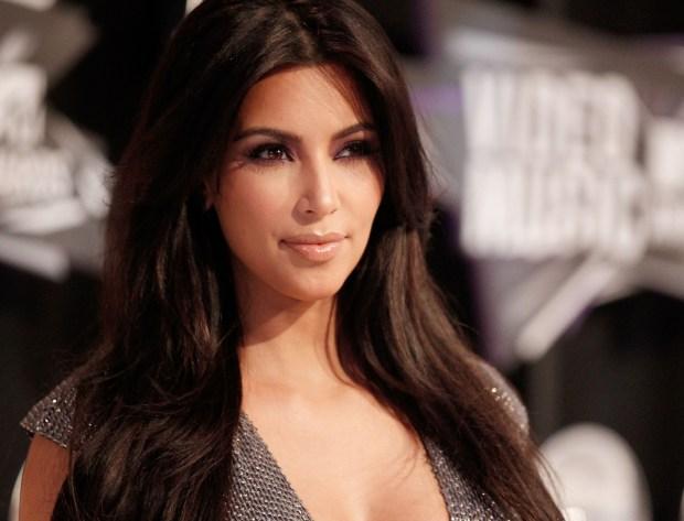 Kim Kardashian arrives at the 2011 MTV Video Music Awards
