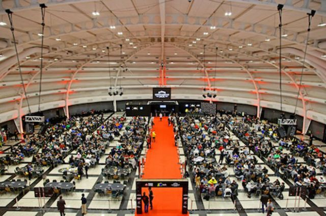 Salão lotado de uma das etapas do BSOP disputada em São Paulo
