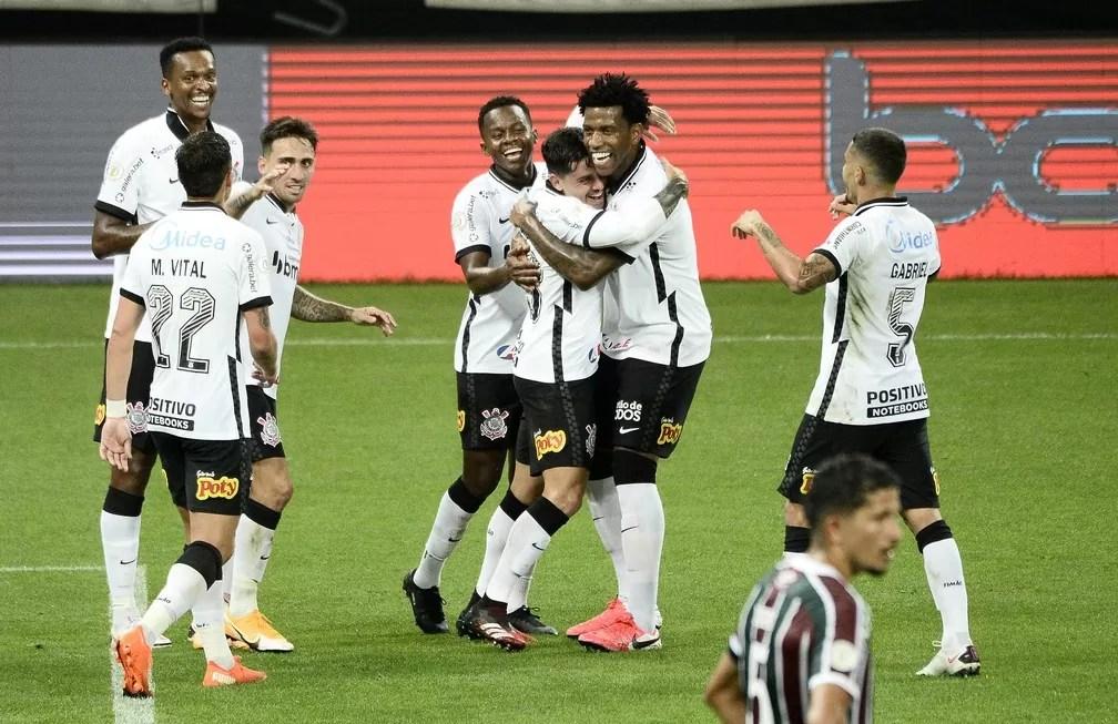 Corinthians aplica maior goleada sobre o Fluminense; último 5 a 0 tinha sido na estreia de Pato