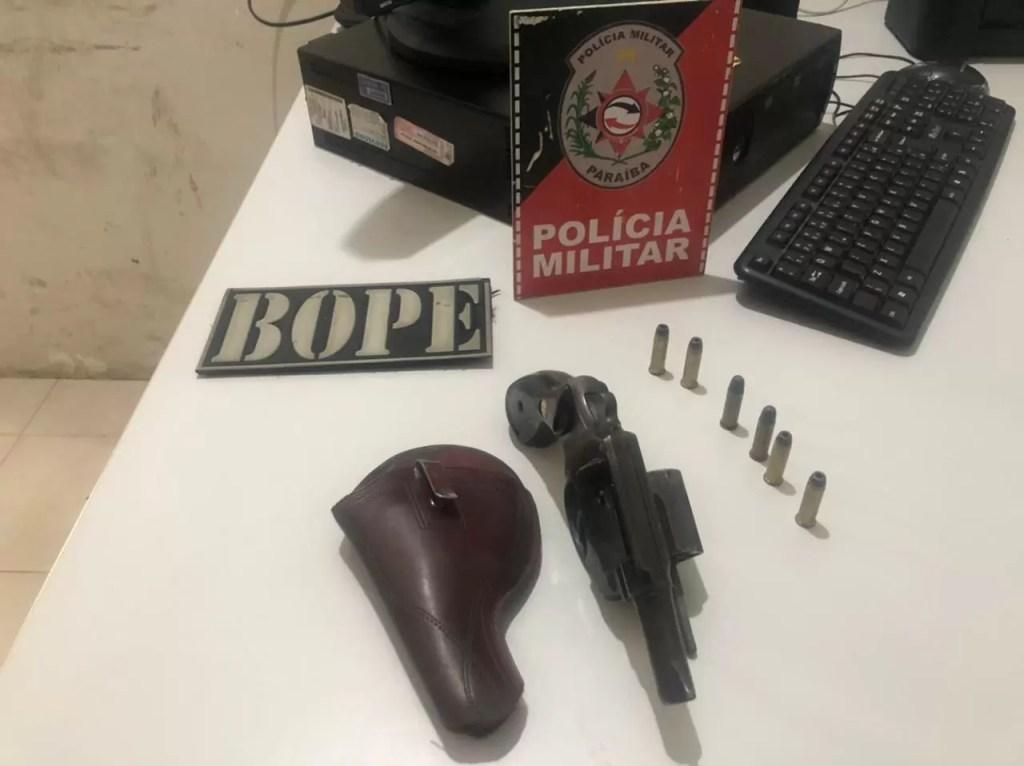 Polícia Militar apreende arma de fogo após realizar abordagem em veículo em Sousa