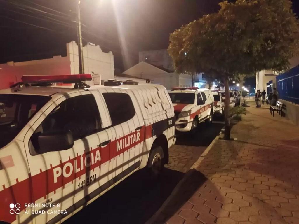 POLÍCIA MILITAR PRENDE SUSPEITOS E APREENDE DROGAS EM POMBAL