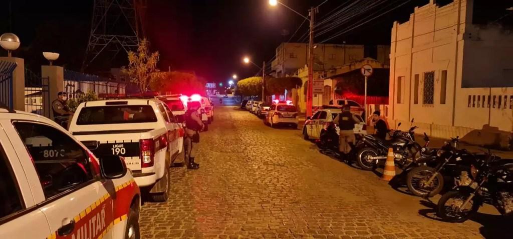 Treze pessoas foram detidas na noite desta sexta-feira por descumprimento do toque de recolher na cidade de Pombal