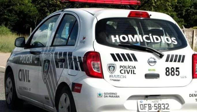 Ex-presidiário morre durante ataque a tiros dentro de residência, em Patos