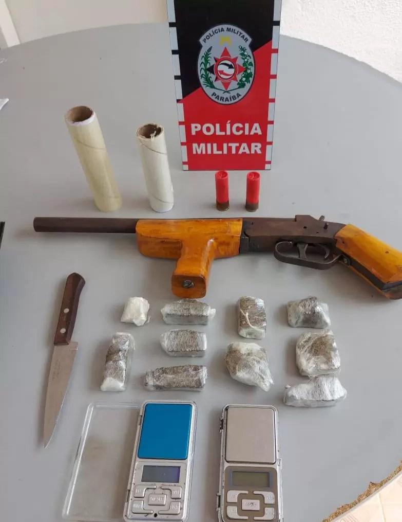 POLICIA MILITAR RECUPERA MOTO ROUBADA, CONDUZ ACUSADOS E APREENDE ARMA DE FOGO, EM PATOS