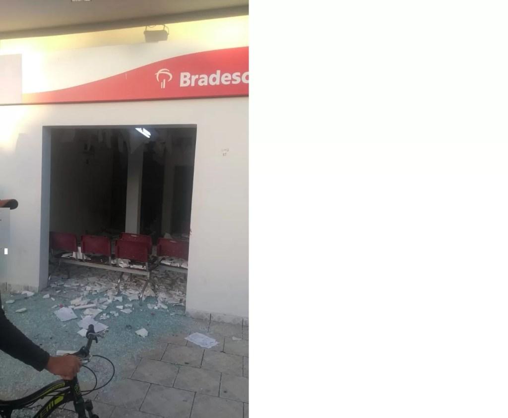 Explosão Bancaria em Riacho dos Cavalos foi registrada na madrugada desta sexta feira. Confira: