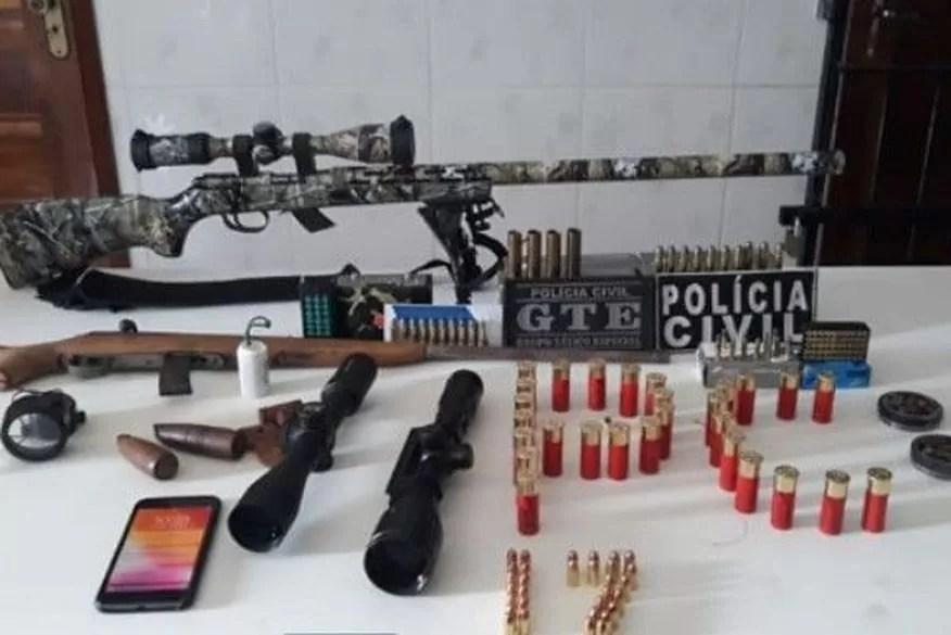 Homem é preso acusado de transportar armas e munições em caminhões de peixes
