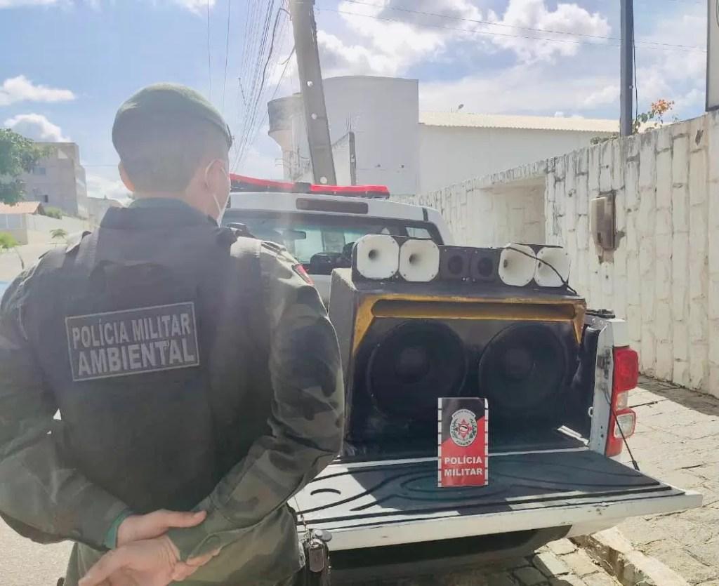POLÍCIA MILITAR PRENDE HOMEM POR CRIME AMBIENTAL DE POLUIÇÃO SONORA EM SOUSA