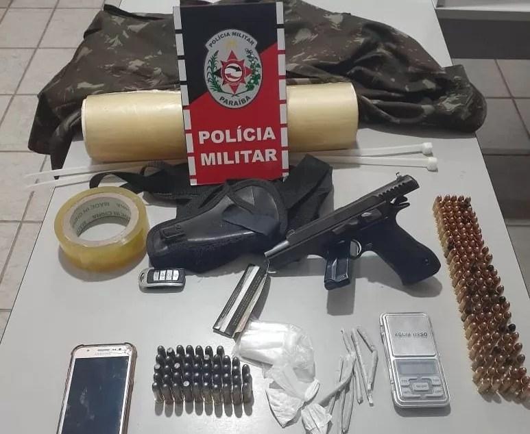 PM cumpre mandado de prisão, prende suspeitos com arma de fogo, munições e drogas