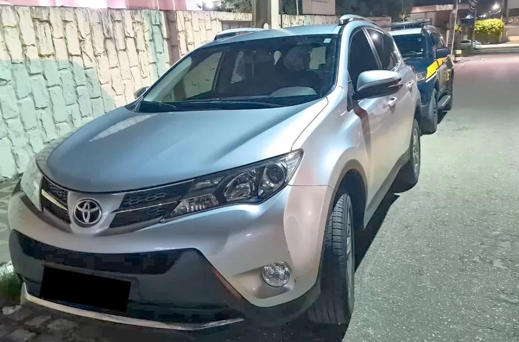 PRF recupera no sertão paraibano veículo roubado em Pernambuco que estava circulando clonado
