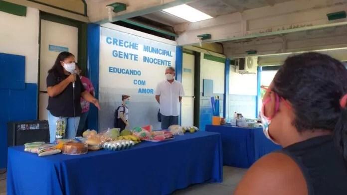 Em mais uma etapa: Pombal entrega kits de merenda escolar na Rede Municipal de Ensino
