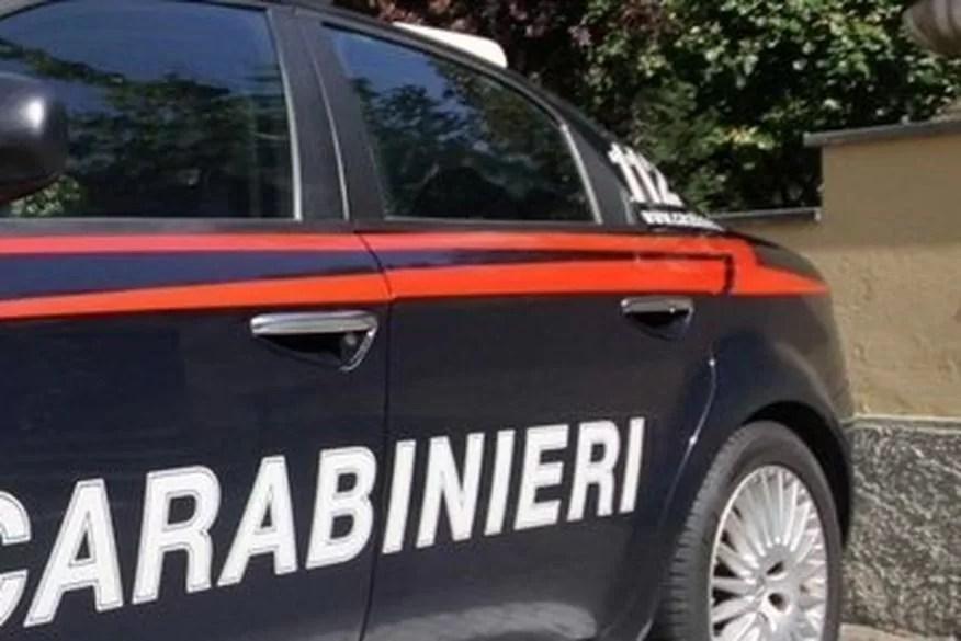 Dois homens são presos por incendiarem posto de vacinação na Itália