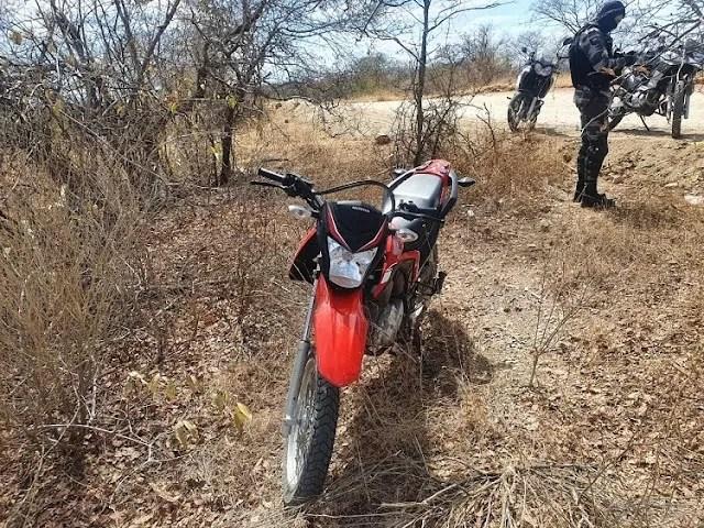 Motocicleta que havia sido roubada em Pombal é recuperada pela Polícia Militar após denúncia anônima