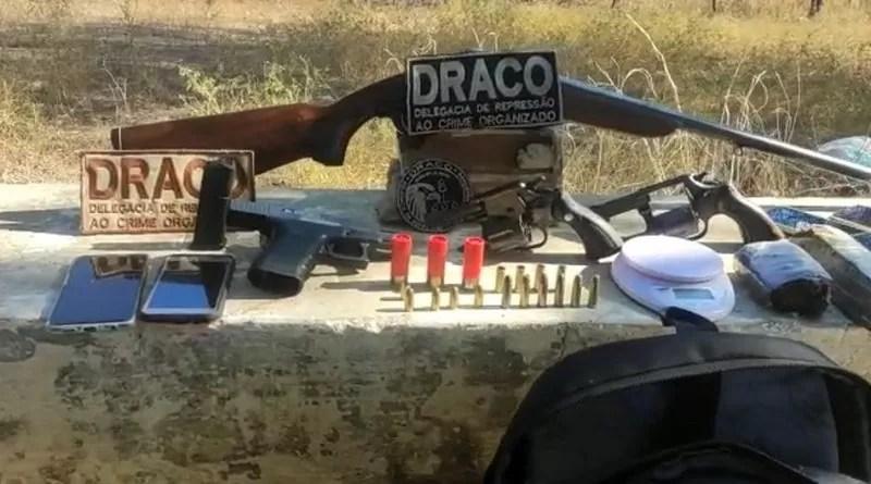 Polícia Civil apreende quatro armas de fogo e tabletes de maconha durante confronto com criminosos em Coremas