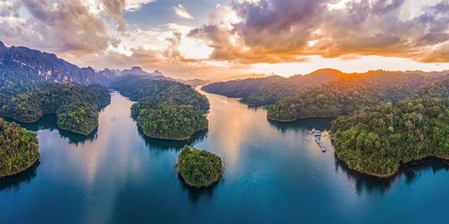 Foto Cheow Lan Lake Menggunakan Drone