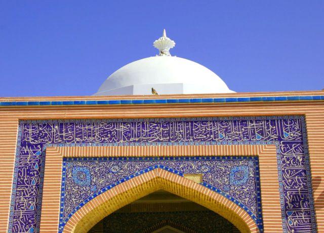Gambar kaligrafi di Pintu Masuk Masjid (skyscrapercity.com)