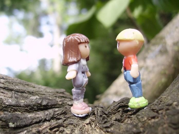 saat kamu mencintainya dalam diam, kamu merasa hanya melihat senyumnya saja sudah bisa membuatmu bahagia. walaupun senyum itu membuat kamu bertanya-tanya apa artinya. gambar via: dwardhani.blogspot.com