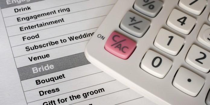 diskusikan dana pernikahan