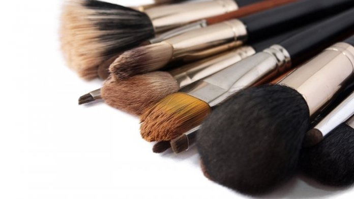 Ini 6 Akibat Jika Malas Membersihkan Alat Makeup!