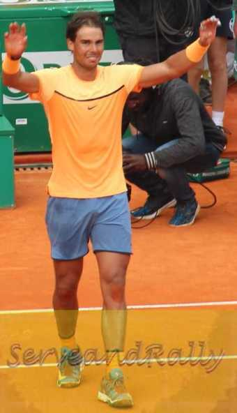 5Nadal waves to crowd