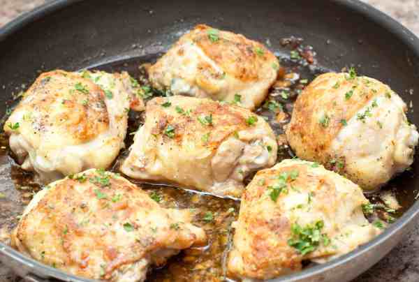 Tons of garlic and a touch of sweet make these Garlic Honey Chicken Thighs perfect for any dinner!