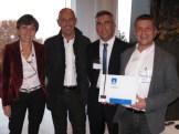 Antonia Figini di NetApp consegna a Serverlab l'attestato di Gold Partner NetApp