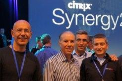 Mark Templeton (al centro) con il team Serverlab
