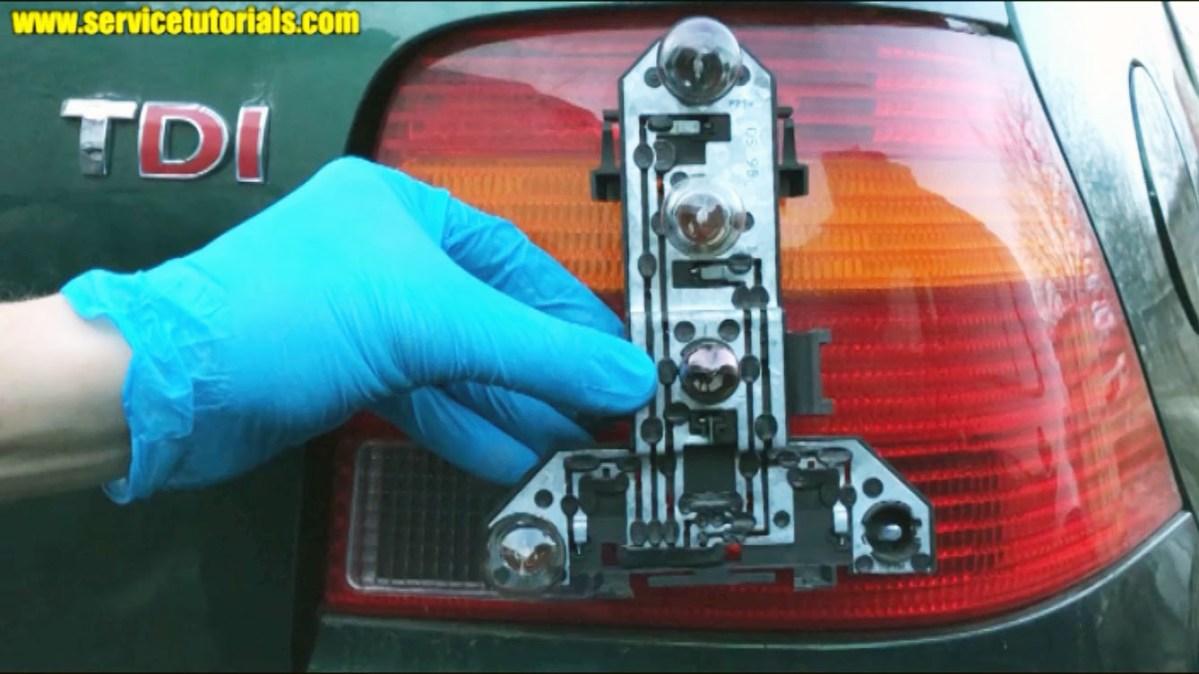 Ce becuri se folosesc la stop VW Golf 4 / Bora