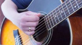 Tests de cordes de guitare : la chaine Youtube de La Carte Musique