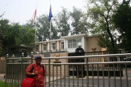 IMG_9270 Berdiri di Kedubes RI Beijing email