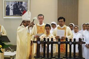 RS Charitas Palembang Mgr Sudarso SCJ memberkati salah satu ruang RS RK Charitas Palembang