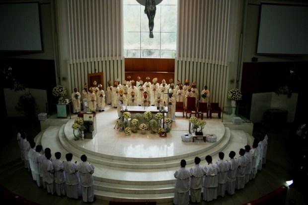 Misa Gotaus di Kosambi altar misdinar
