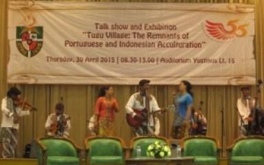 Keroncong Tugu disajikan dalam acara Talk Show Akulturasi Budaya Portugis di Indonesia, berlangsung di Auditorium Gedung Yustinus Lantai 15 Kampus Semanggi Unika Atma Jaya. (Foto Royani Lim/Sesawi.Net)