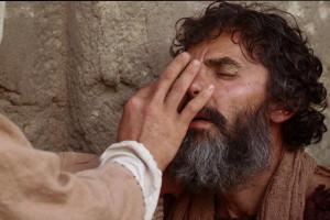 yesus menyembuhkan orang buta by ist