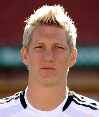 Schweinsteiger mengatakan Mourinho tertarik padanya.