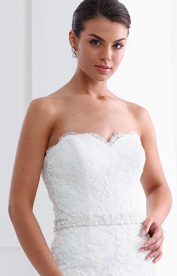 Abito da sposa modello Leda senza spalline e scollo anteriore arrotondato
