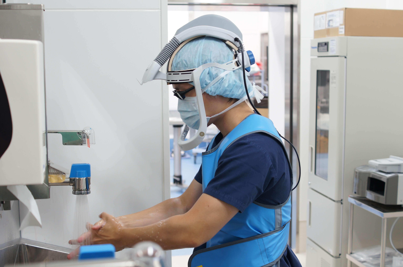 人工関節手術の執刀医の年齢