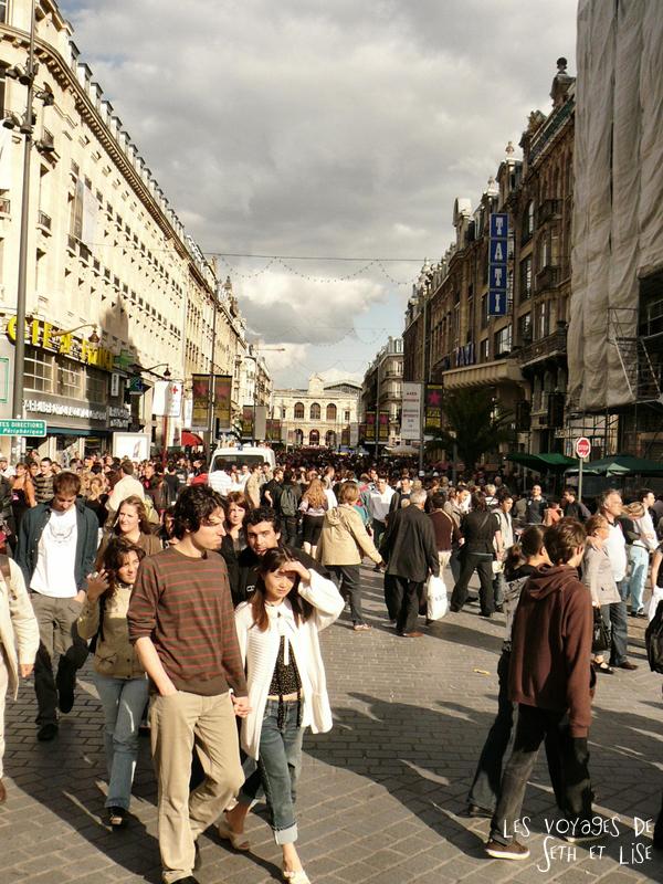 braderie lille france voyage travel organisation brocante tourisme tourism rue street faidherbe foule people