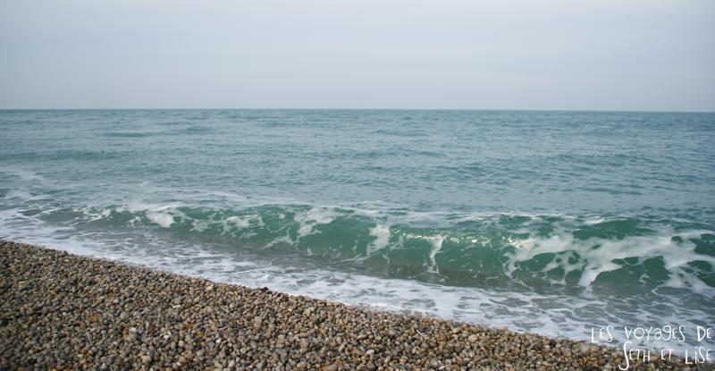blog plage mer vague etretat france voyage
