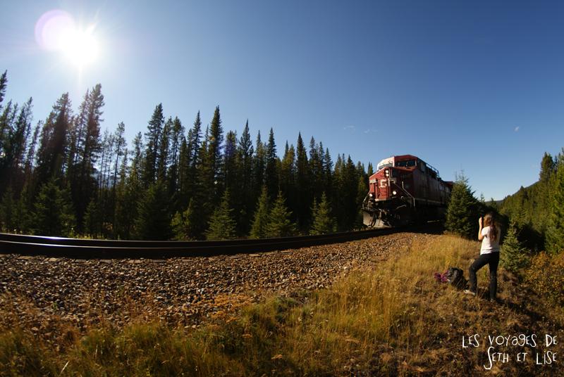 blog photogaphie pvt pvtiste canada alberta rocheuses montagne couple voyage tour du monde paysage nature lac lake train