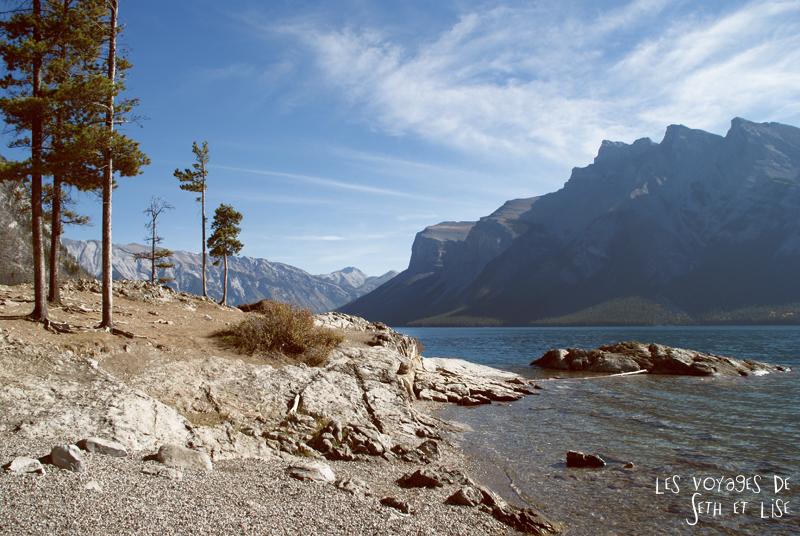 blog photogaphie pvt pvtiste canada alberta rocheuses montagne couple voyage tour du monde paysage nature minnewanka mountain lake lac