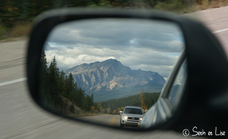 blog voyage conseil road trip aventure roadtrip voiture van retroviseur montagne