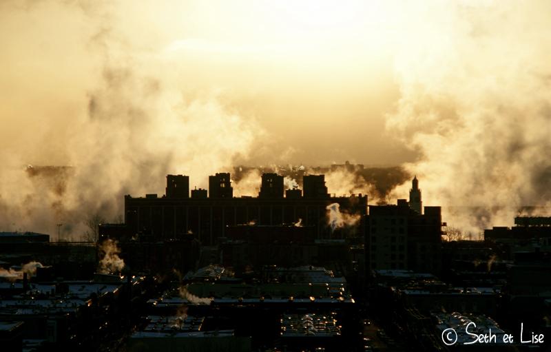 fumée sur le fleuve st laurent