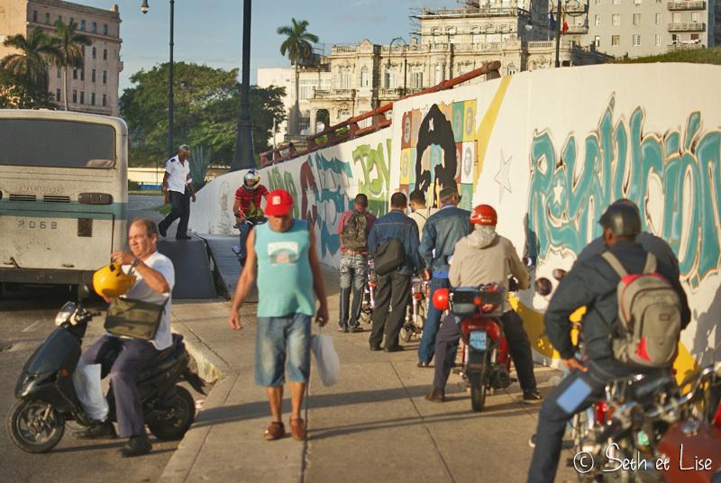 A Cuba, il est possible de prendre le bus en moto!