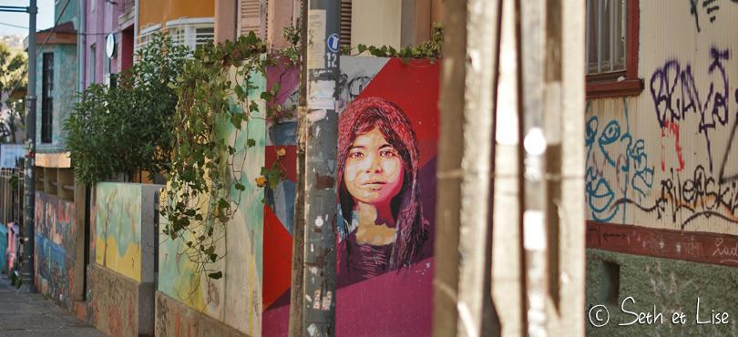 portrait street art valparaiso