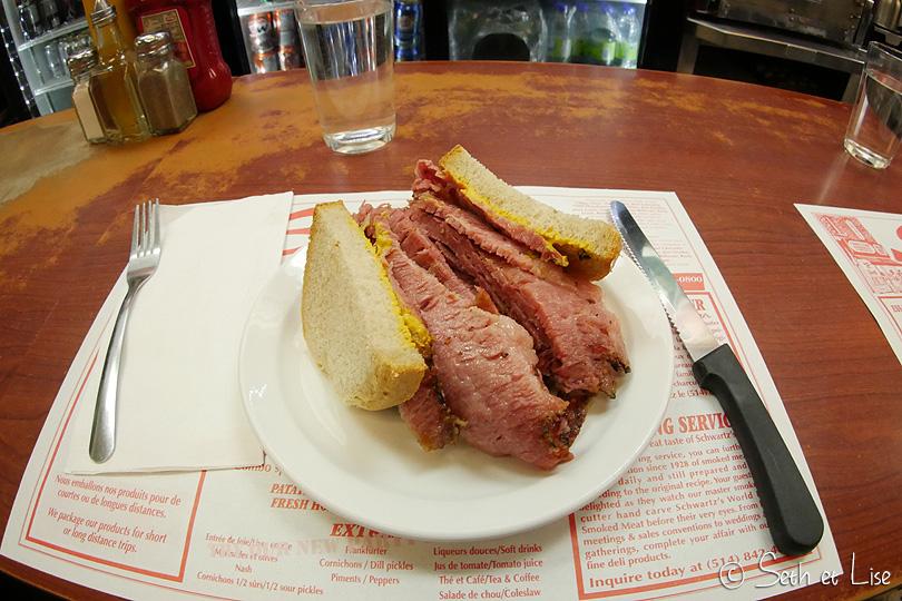Sandwich à la viande fumée à Schwartz's