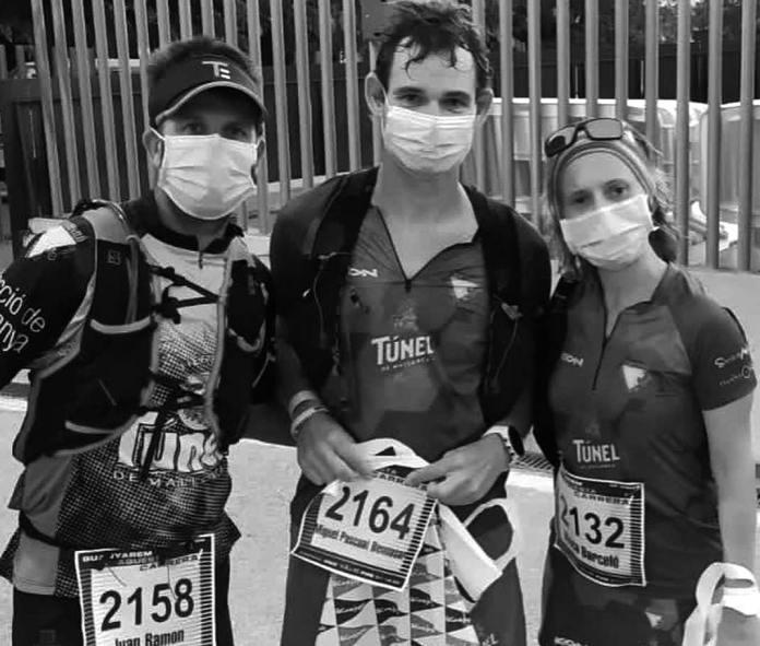Imatge de Joan Ramon, Miquel P. Bennàsar i Xisca Barceló, representants del Triatló Portocolom en la cursa de dissabte