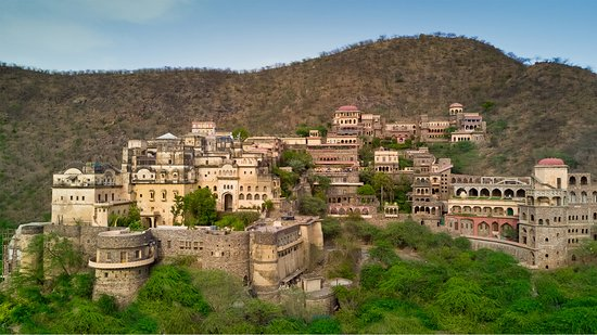 destination wedding in neemrana