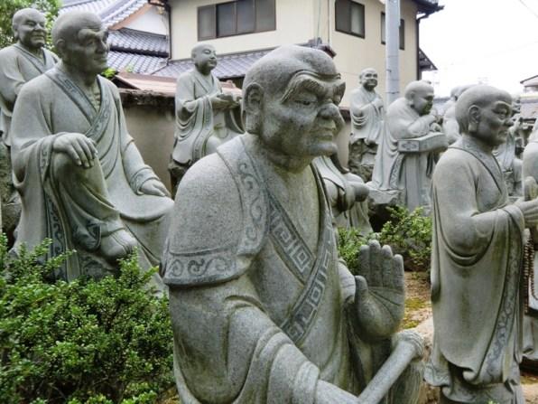 Zentsuji - Monk statues
