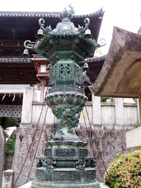 Konpira-san - First Steps - 11 - Lantern